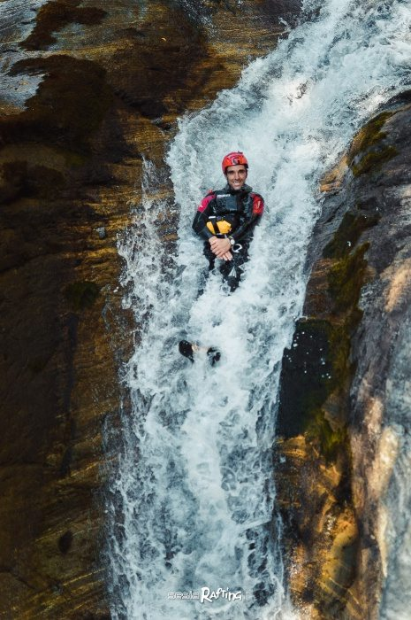 Toboggan of 10 meters on the Sorba stream, canyoning in Valsesia with Sesia Rafting ASD